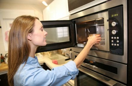 How Safe Are Microwave Ovens!